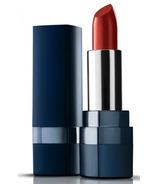 Marcelle rouge à lèvres rouge expression