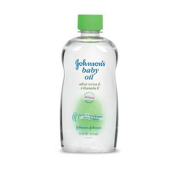 Johnson\'s Baby Oil With Aloe & Vitamin E