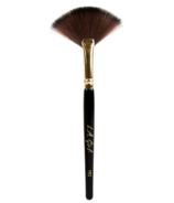 L.A. Girl PRO Cosmetic Fan Brush